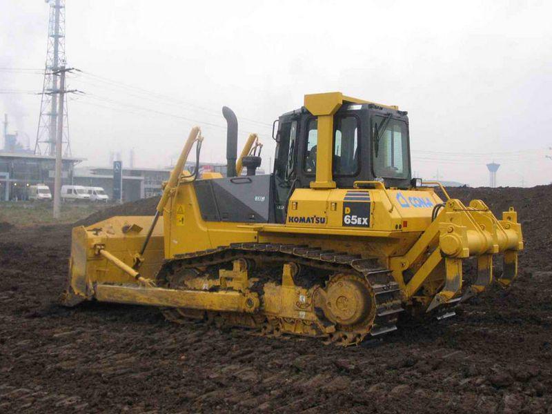 Buldozere Komatsu D65 dealer